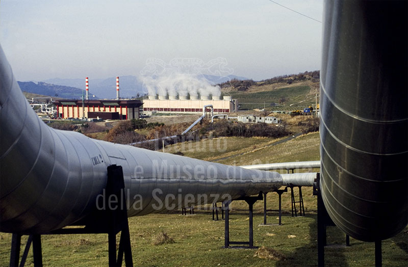 Image - Piping and geothermal energy plant, Larderello.