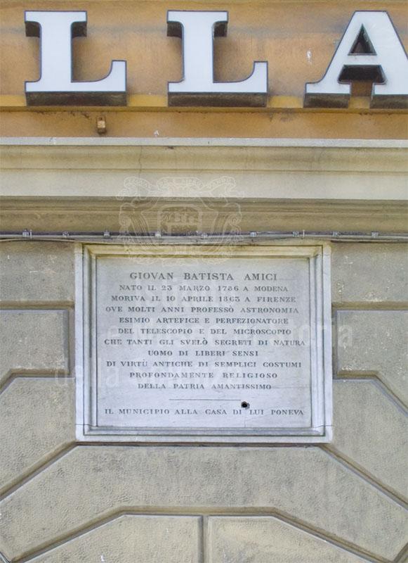 Iscrizione lapidea sulla casa di Giovanni Battista Amici, Firenze.