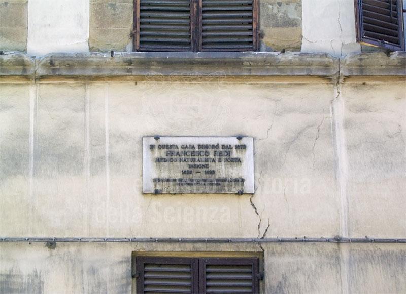Iscrizione lapidea sulla casa di Francesco Redi, Firenze.