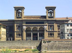 Facciata della Biblioteca Nazionale Centrale di Firenze.