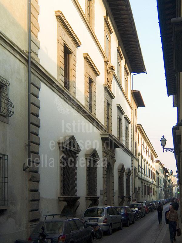Facciata di Palazzo Giugni, Firenze.