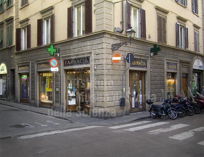 Esterno della Farmacia Franchi, Firenze.
