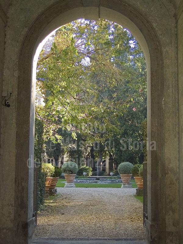 Giardino di Palazzo Feroni, in Piazza del Carmine, Firenze.