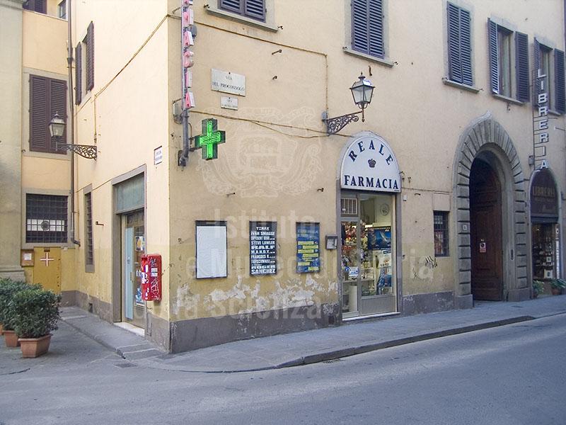 Esterno della Farmacia Reale, Firenze.