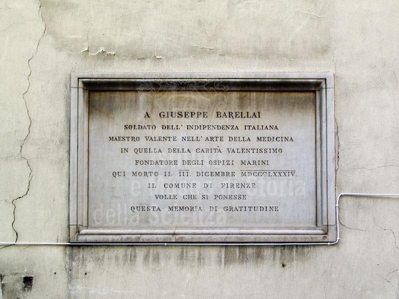 Lapide sulla facciata della casa di Giuseppe Barellai, Firenze.