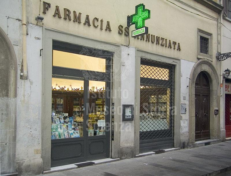 immagine esterno della farmacia ss annunziata firenze