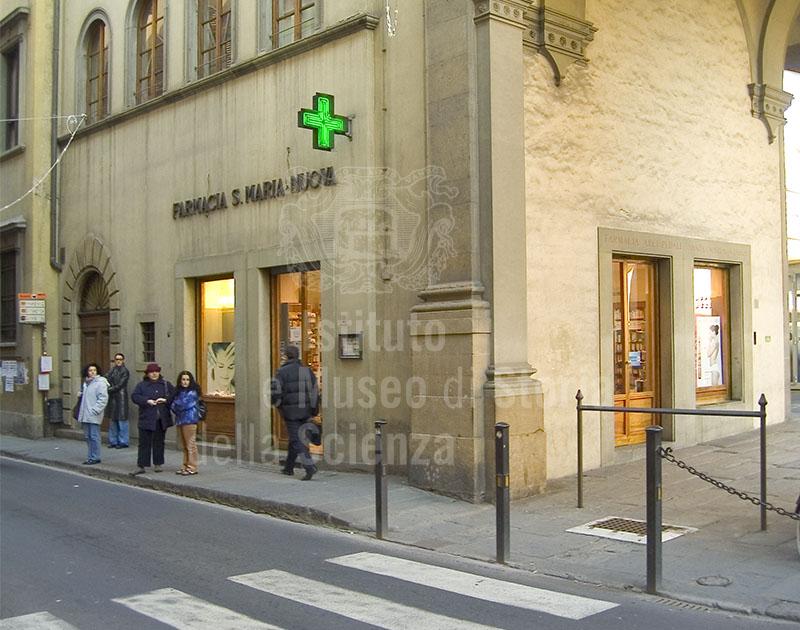 Esterno della Farmacia dell'Ospedale di Santa Maria Nuova, Firenze.