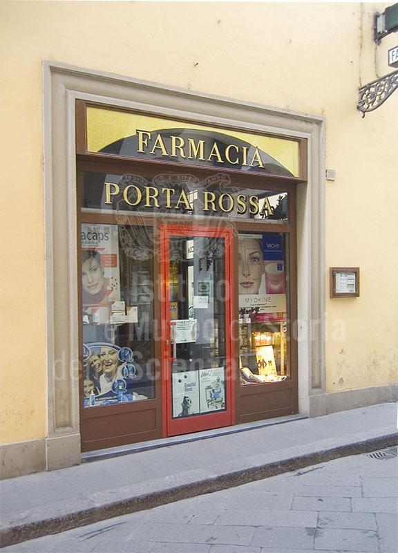 Vetrina della Farmacia di Porta Rossa, Firenze.
