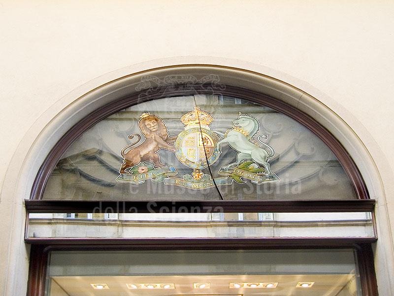 Vetrina dell'Ex Farmacia della Legazione Britannica in via Tornabuoni, Firenze.
