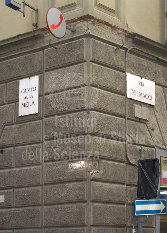 Canto alla Mela, all'incrocio fra via Ghibellina e via de' Macci a Firenze, dove sorgeva l'antico Ospedale di Santa Dorotea.