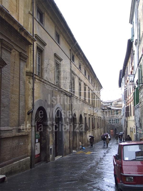 Facciata della Biblioteca Conumale degli Intronati, Siena.
