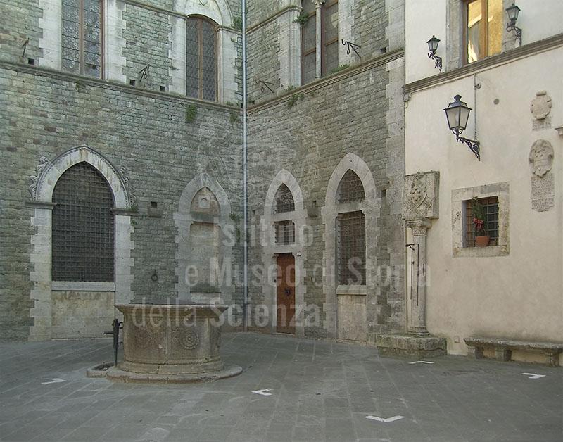 Immagine - Piazza del comune di San Casciano dei Bagni, antic