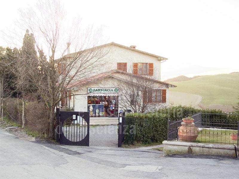 Attuale sede della Farmacia Raciti a San Casciano dei Bagni.