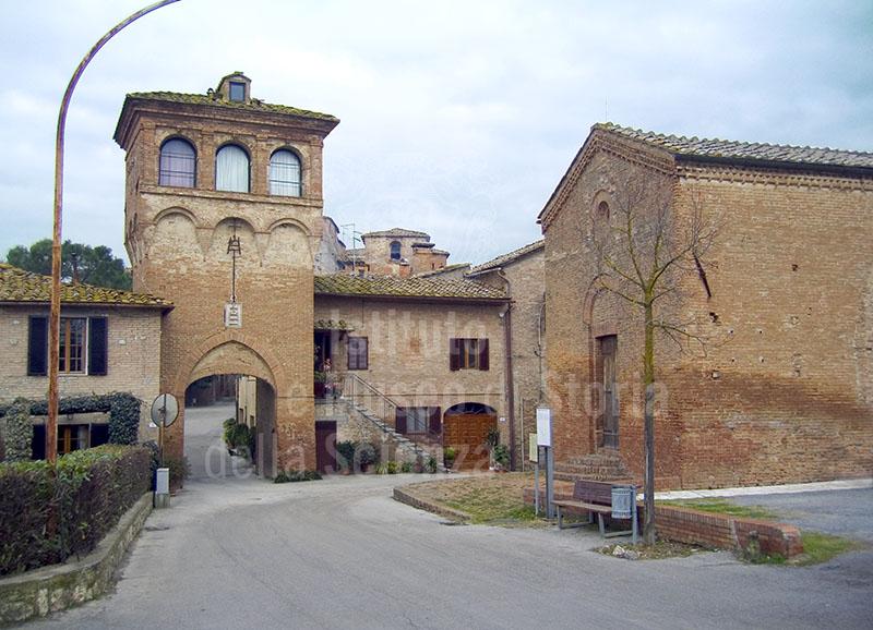 La torre della cinta esterna e la Cappella attigua alla Grancia di Cuna, Monteroni d'Arbia.