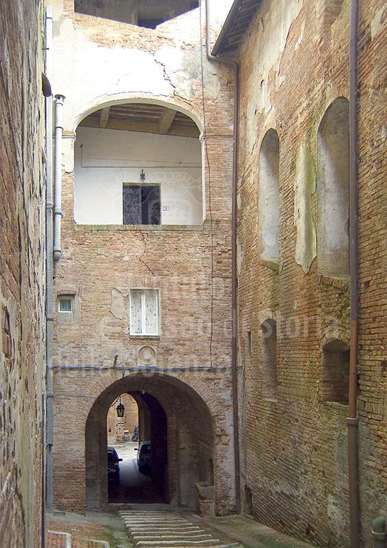 Cortile interno della Grancia di Cuna, Monteroni d'Arbia.