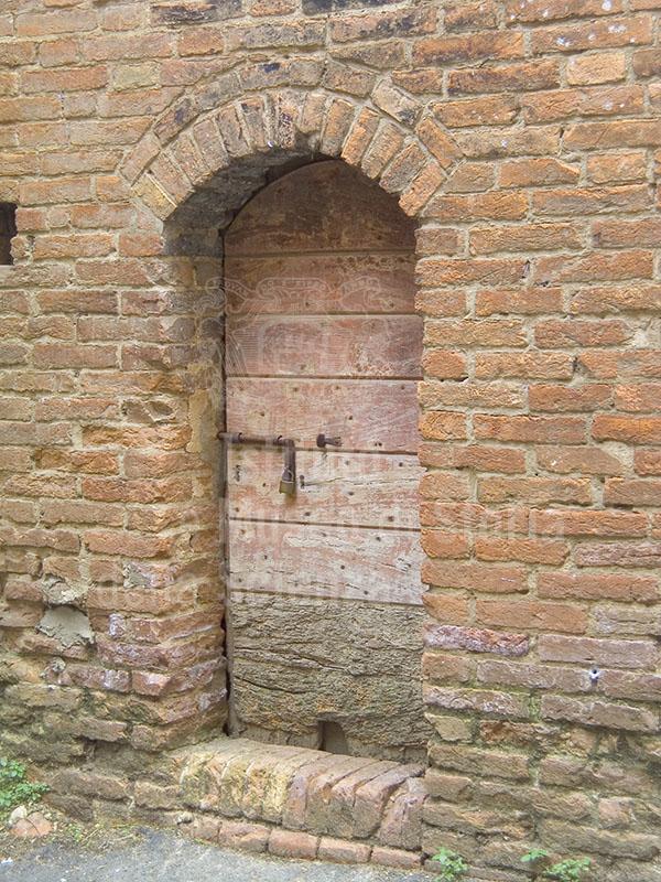 Door inside the Cuna Grange, Monteroni d'Arbia.