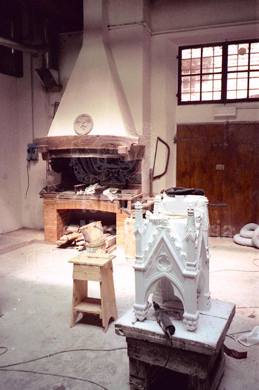 """Il Laboratorio dell'Opera di Santa Maria del Fiore (la """"Bottega storica""""), situato in Via dello Studio, nel quale vengono restaurate e ricostruite le decorazioni della Cupola e del Duomo di Firenze."""