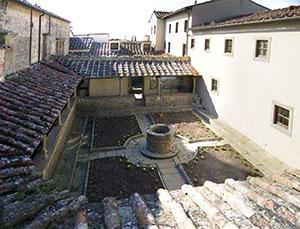 Cortile del Convento di San Francesco, Fiesole.