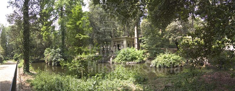 Immagine il tempietto egizio e il laghetto artificiale nel - Laghetto artificiale giardino ...