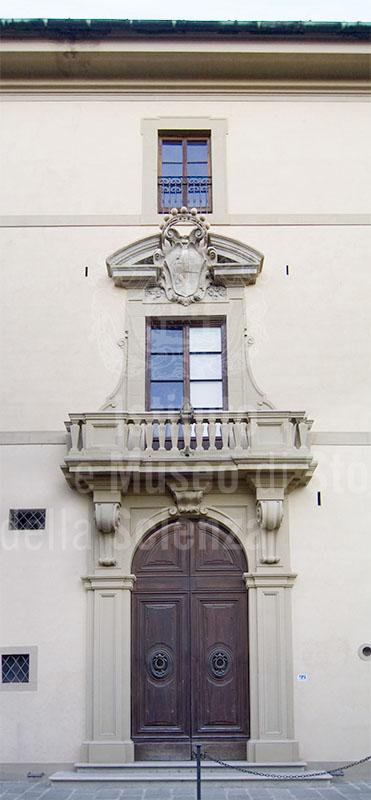 Ingresso su Borgo Pinti del Palazzo della Gherardesca, Firenze.