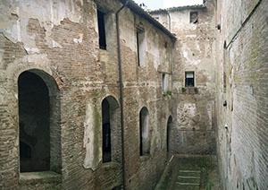 Inner courtyard of the Cuna Grange, Monteroni d'Arbia.
